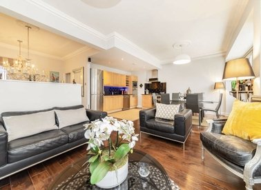 3 Bedrooms 2 Bathrooms short let flat to rent in New Oxford Street - WC1A 1EP view1