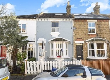 Properties to let in New Road - TW10 7HZ view1