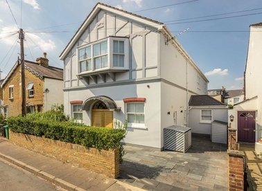 Properties let in New Road - TW10 7HY view1