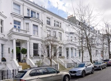 1 Bedrooms 1 Bathrooms short let flat to rent in Palace Gardens Terrace - W8 4RR view1