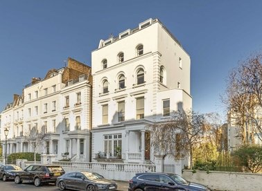 2 Bedrooms 1 Bathrooms short let flat to rent in Pembridge Crescent - W11 3DT view1