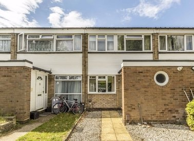 Properties to let in Peregrine Road - TW16 6JL view1