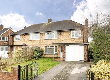 Properties to let in Pine Wood - TW16 6SH view1