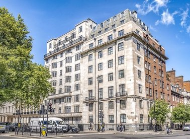 2 Bedrooms 1 Bathrooms short let flat to rent in Portland Place - W1B 1NX view1