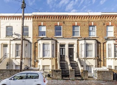 2 Bedrooms 1 Bathrooms short let flat to rent in Portnall Road - W9 3BD view1