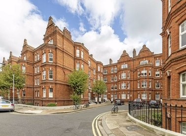 3 Bedrooms 1 Bathrooms short let flat to rent in Queen's Club Gardens - W14 9TE view1