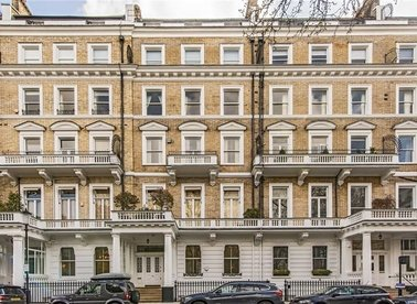 Properties to let in Queen's Gate Gardens - SW7 5RP view1