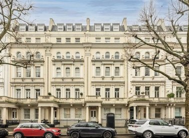 Properties to let in Queen's Gate - SW7 5EH view1
