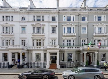 Properties to let in Queensberry Place - SW7 2EA view1