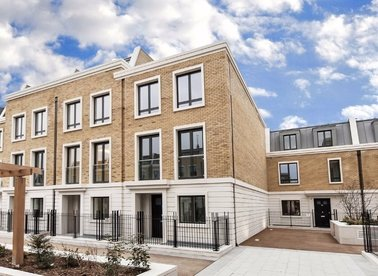 Properties to let in Rainsborough Square - SW6 1DQ view1