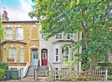Properties to let in Rossiter Road - SW12 9RX view1