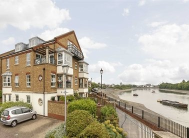 Properties to let in Russell Close - W4 2NU view1