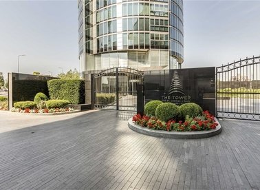 Properties to let in St. George Wharf - SW8 2BW view1