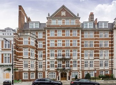 Properties to let in St. Johns Wood High Street - NW8 7DY view1