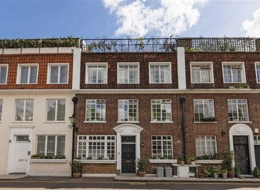 Properties to let in Stanhope Mews East - SW7 5QT view1