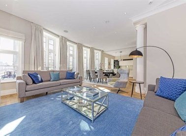 Properties to let in Strand - WC2R 0HS view1