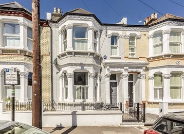 Properties to let in Sugden Road - SW11 5ED view1