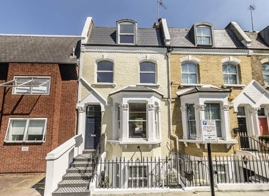 3 Bedrooms 2 Bathrooms short let flat to rent in Tetcott Road - SW10 0SA view1
