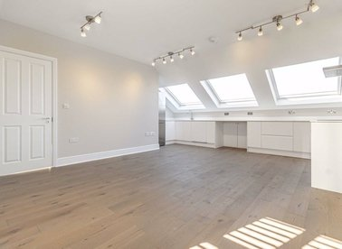 Properties to let in Tournay Road - SW6 7UG view1