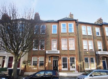 Properties to let in Tremadoc Road - SW4 7LP view1