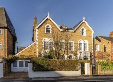 Properties to let in Trinity Road - SW19 8QX view1