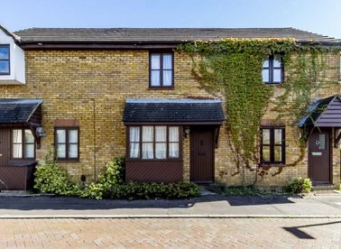 Properties to let in Tulip Close - TW12 3SA view1