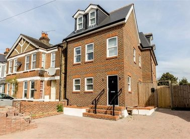 Properties to let in Upper Sunbury Road - TW12 2DL view1