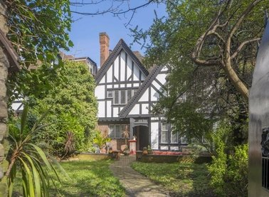 Properties to let in Vale Close - W9 1RR view1