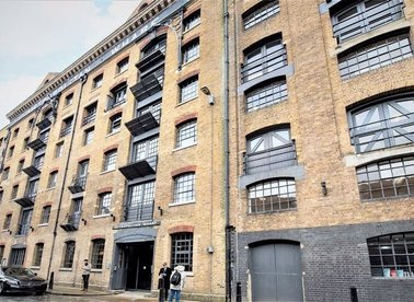 Properties to let in Wapping Wall - E1W 3SS view1