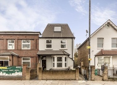 Properties to let in Wellington Road - TW12 1JT view1