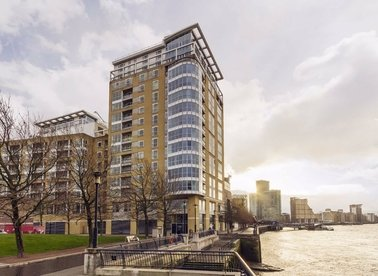 Properties to let in Westferry Circus - E14 8RJ view1