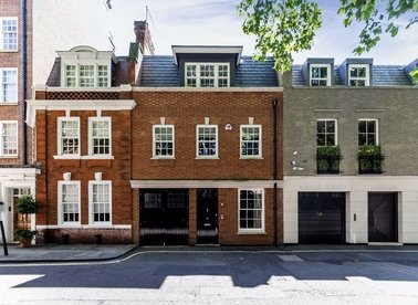 Woods Mews, London, W1K