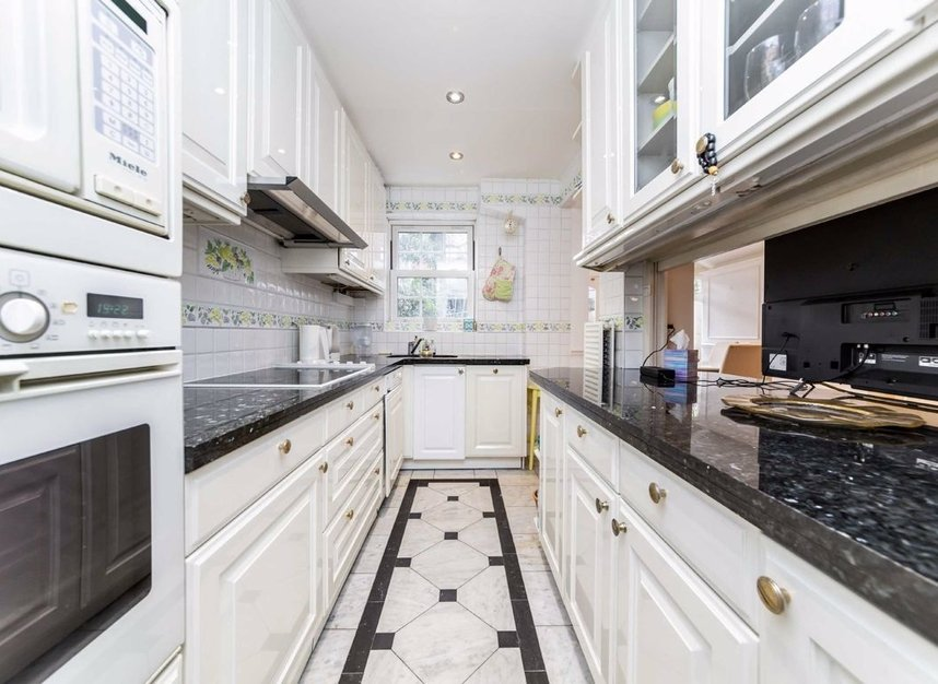 Properties for sale in Abbotsbury Close - W14 8EG view3