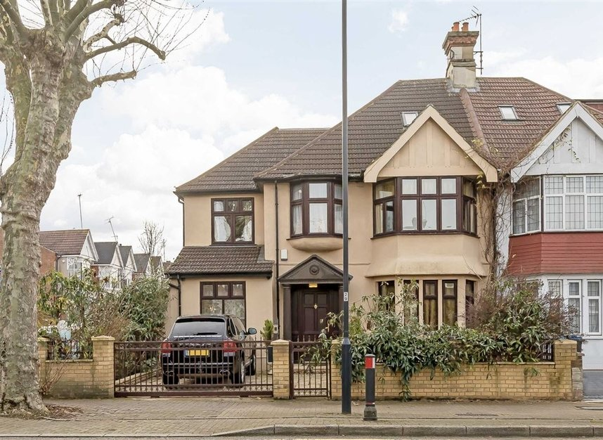 Properties for sale in Anson Road - NW2 4AL view1