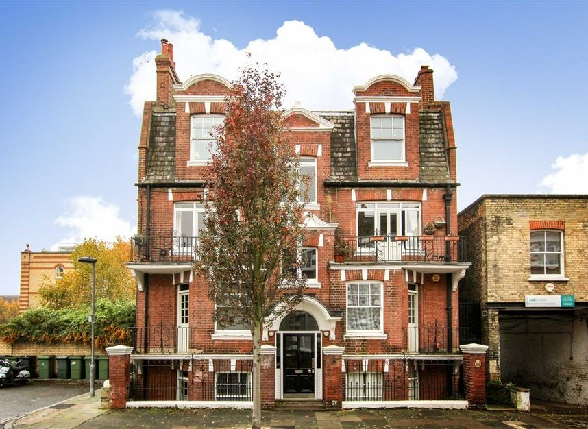 Flat for sale in arundel terrace london sw13 dexters for 7 hammersmith terrace