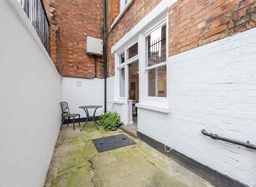 Properties for sale in Basil Street - SW3 1AX view5