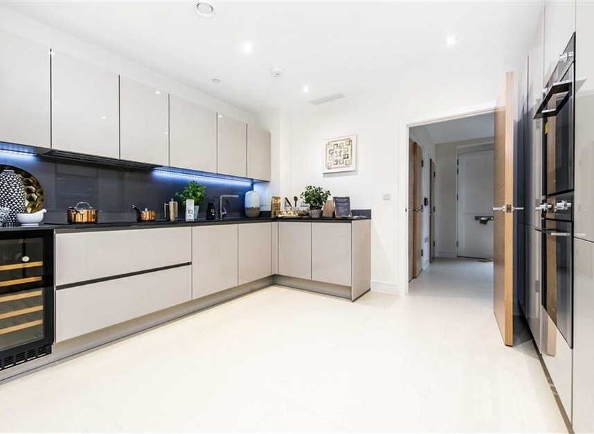 Properties for sale in Bourke Close - SW4 8ER view5