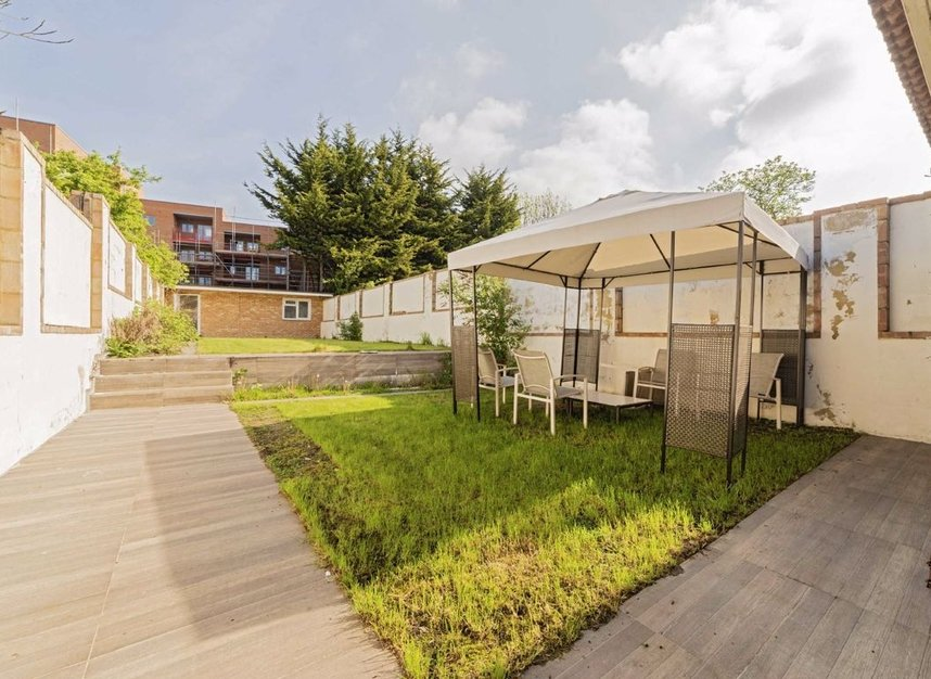 Properties for sale in Bowes Road - W3 7AD view8
