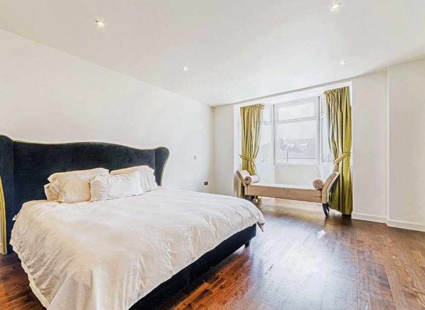 Properties for sale in Bowes Road - W3 7AD view5