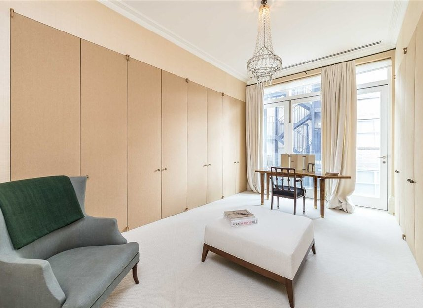 Properties for sale in Buckingham Gate - SW1E 6JP view8