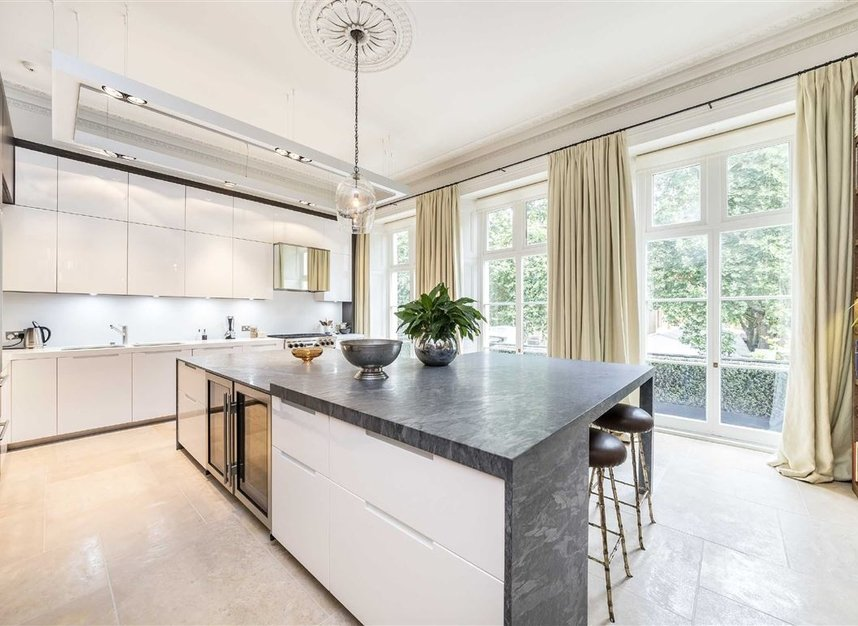 Properties for sale in Buckingham Gate - SW1E 6JP view4