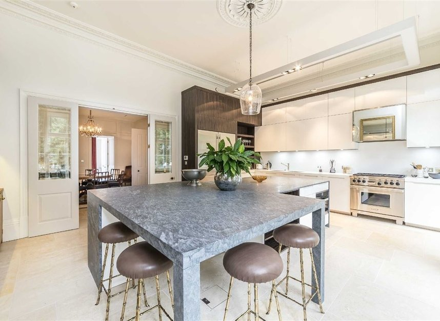 Properties for sale in Buckingham Gate - SW1E 6JP view3