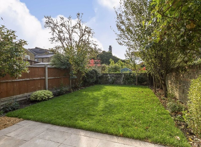Properties for sale in Chaucer Road - W3 6DP view8