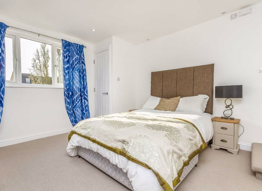Properties for sale in Chaucer Road - W3 6DP view7