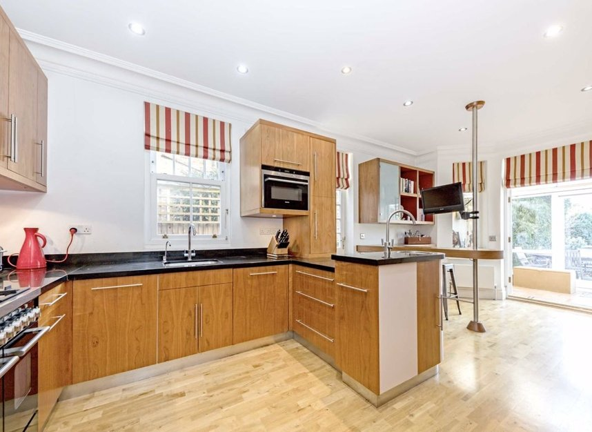 Properties for sale in Chestnut Avenue - TW12 2NY view4