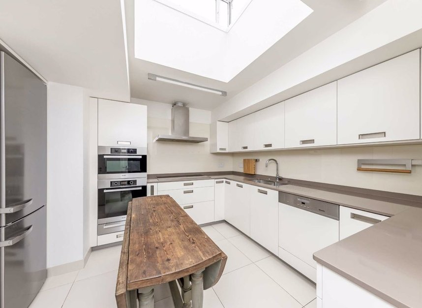 Properties for sale in Cheyne Walk - SW3 5HN view6