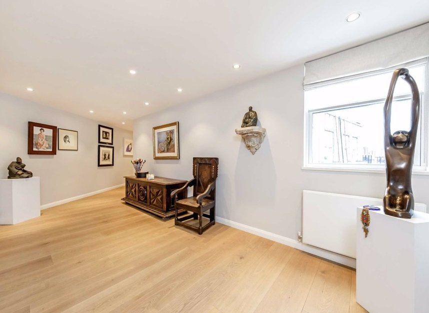 Properties for sale in Cheyne Walk - SW3 5HN view7