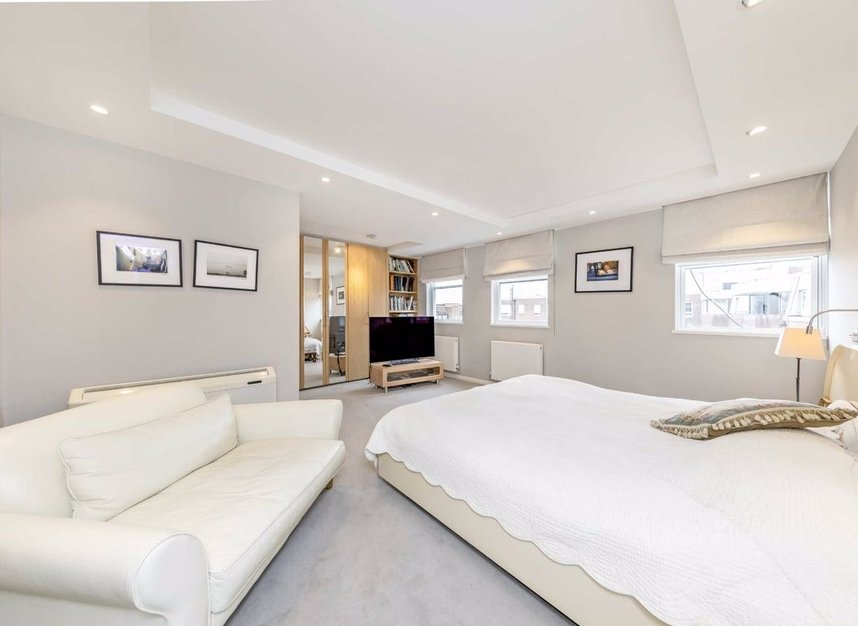 Properties for sale in Cheyne Walk - SW3 5HN view4