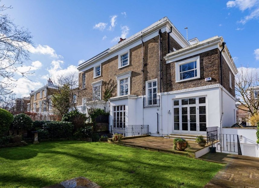 Properties for sale in Clarendon Road - W11 3AD view10