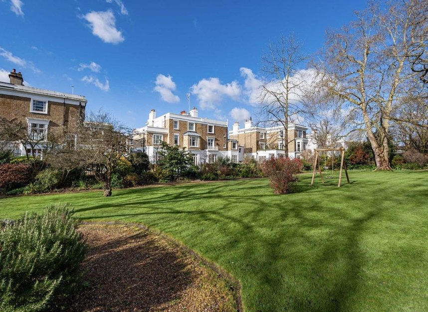 Properties for sale in Clarendon Road - W11 3AD view11